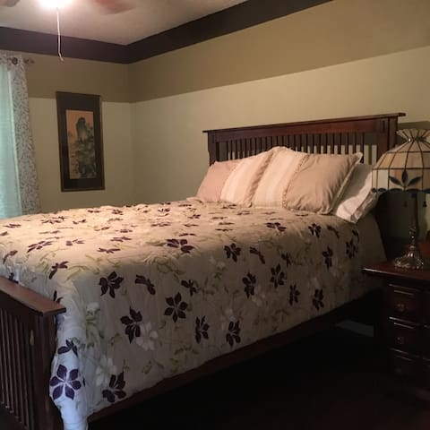Cozy 2 bedroom on 2 acres - Jonesboro - House