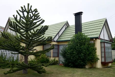 Cozy room for 2 in residential area/Hab para 2 - Punta Arenas - Dům