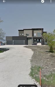 Ultra modern home on rural land! - Winnipeg