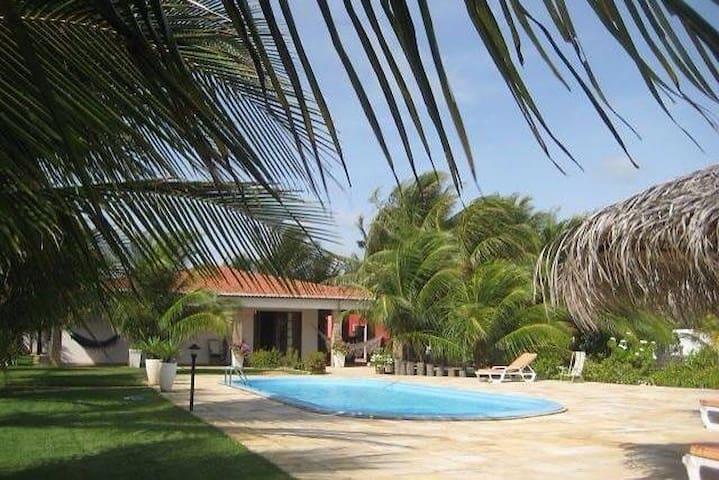 Villa con piscina sull'oceano