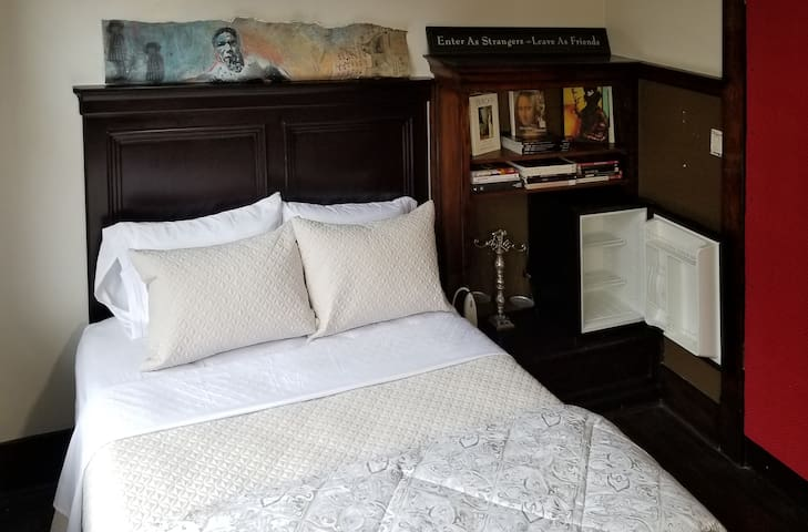 ▲ ˯Victorian bedroom in Welcoming Mansion :)