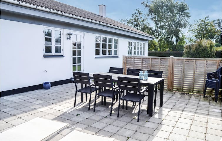 Holiday cottage with 4 bedrooms on 131 m² in Juelsminde