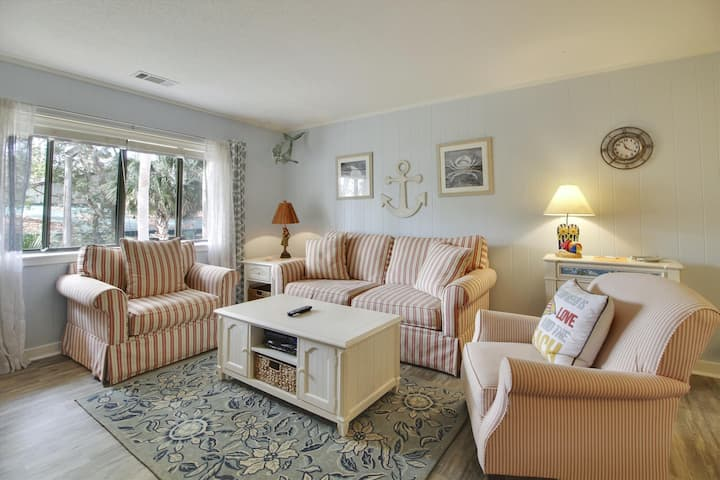 A cheerful 2 bedroom, 2-bath, second floor villa in the Island House Complex in Forest Beach.
