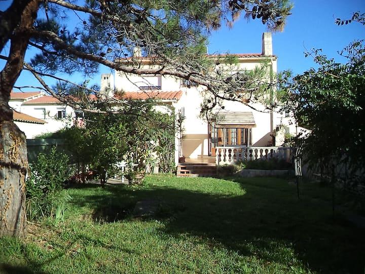 Le MYS : 2 ou 3 chambres dans villa avec jardin.