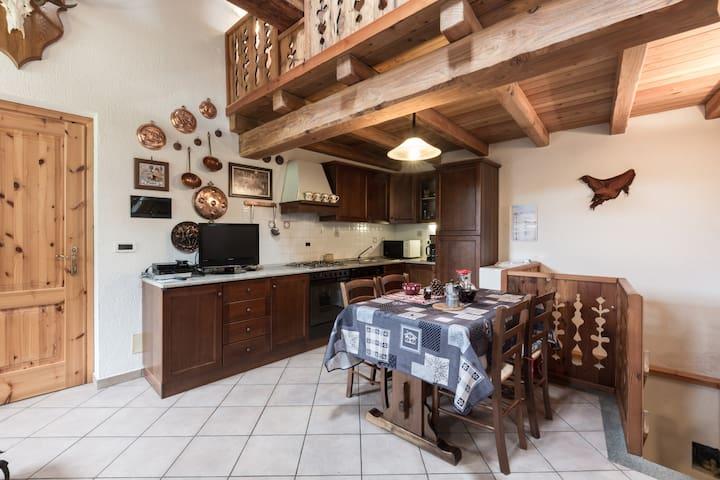 Casa storica in pietra e legno - Saint-Rhémy-en-Bosses, Valle d'Aosta - Byt