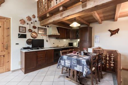 Casa storica in pietra e legno - Saint-Rhémy-en-Bosses, Valle d'Aosta