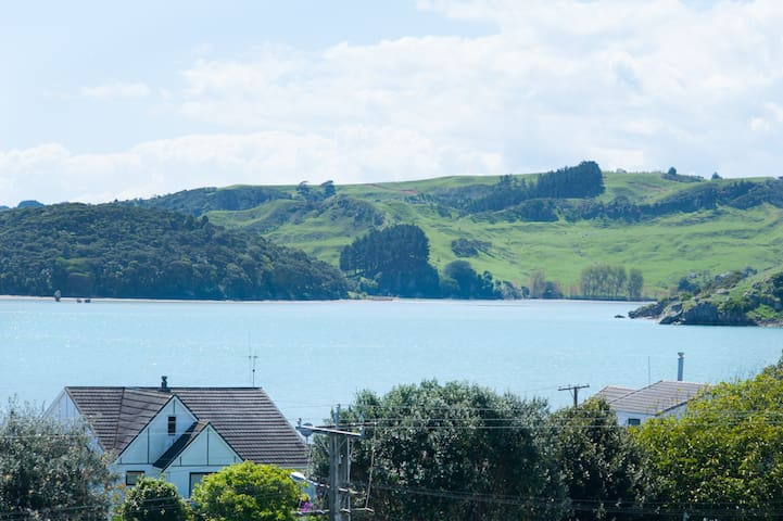 'Sparkling Water', great views and location - Raglan - Leilighet