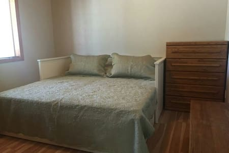 Charming & Quiet Bedroom in Cabin - Munds Park