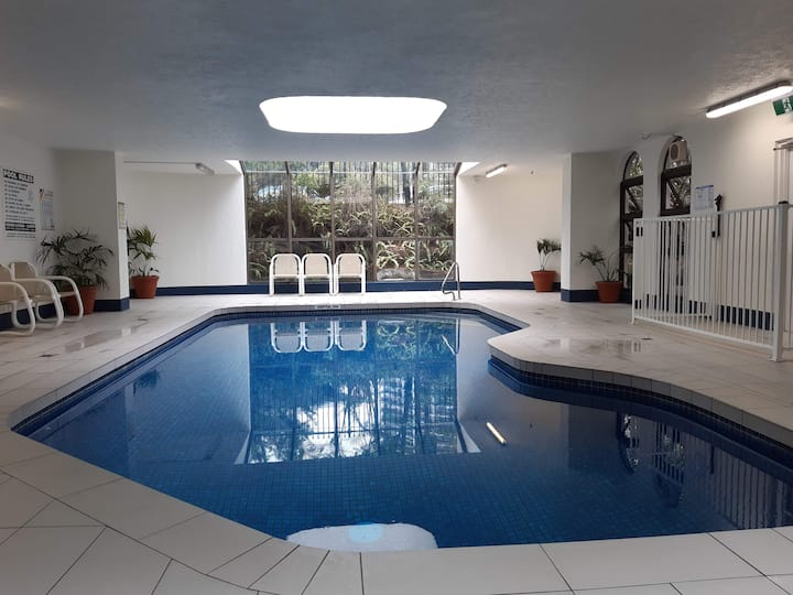Paradise in Surfer's Paradise. Gym, 2Pools, Beach.