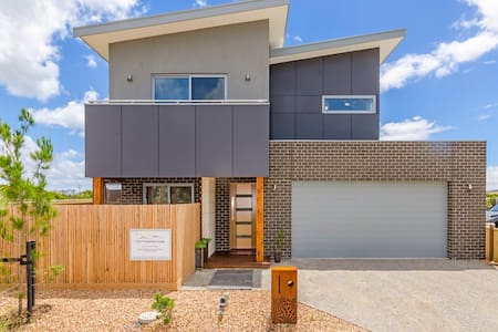 Lake View - Same house, new owners. - Point Lonsdale