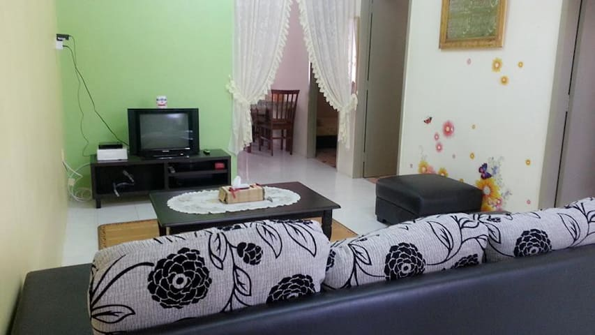 Hanani Homestay Gambang Waterpark - MY - House