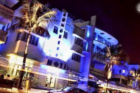 Ocean Dr Luxury Beachfront Studio. Ocean View Pool - Miami Beach - Apartment