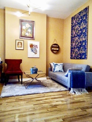 Comfy and Cute Apartment Near Downtown
