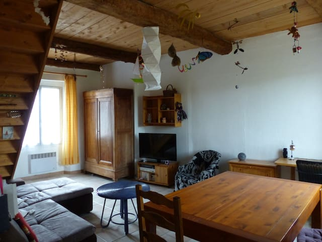 F2 entre village et campagne - Aups - Apartment