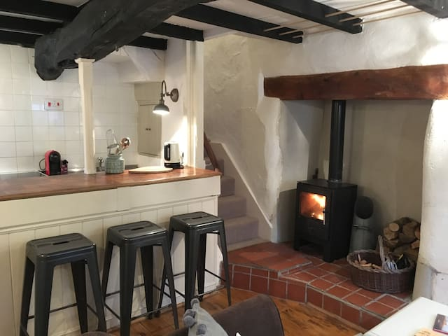 TEDDY'S COTTAGE, DARTMOOR - COSY RURAL ESCAPE