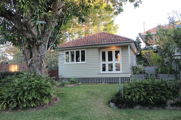 Your own garden cottage, handy to everything - Mitchelton - Appartement