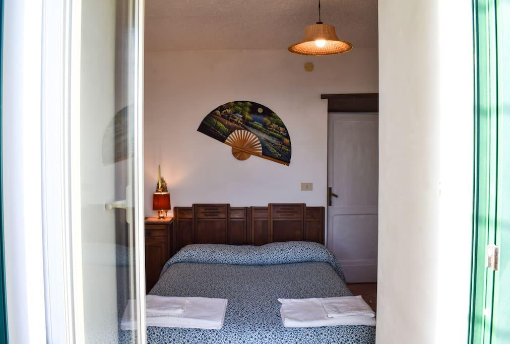 Stanza matrimoniale con bagno in camera - Double room with bathroom in the room