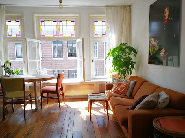 Cosy apartment in central Amsterdam, next to canal