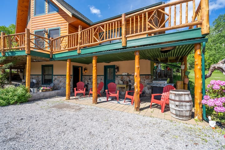 Rustic Adirondack Cabin Apt Minutes to Whiteface