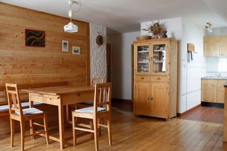 """Gemütliche Wohnung """"Flora"""" am Bio-Bauernhof"""