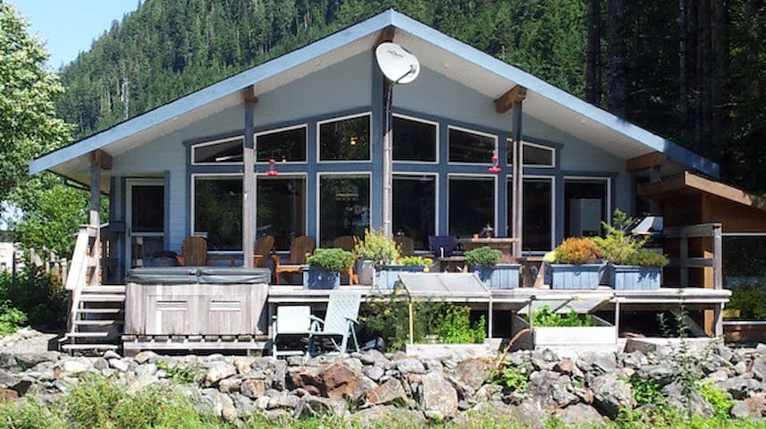 Oceanfront Lodge Sleeps Up To 15 *Get Off The Grid