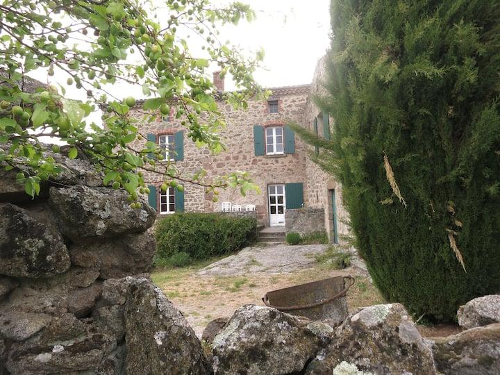 """GITE """"les restanques"""", Ardèche Verte, Authenticité"""