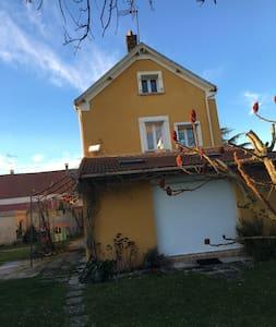 Belle maison avec trois chambres - Rouvres