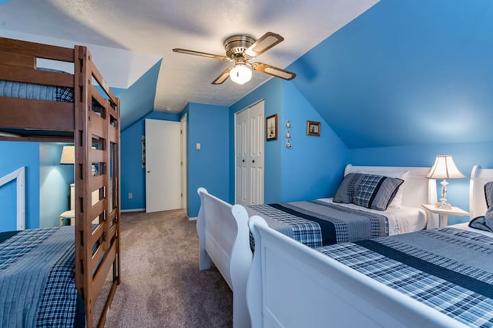 2nd Floor Kid's Bedroom w/2 Twin Beds & Twin Bunk Bed Set - Bedroom 3 of 6