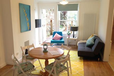 Amazing location - 1 bedrm aptment - Brighton - Lägenhet