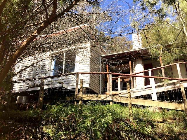 Redwood Tiny Home, Warburton/ Yarra Valley Retreat
