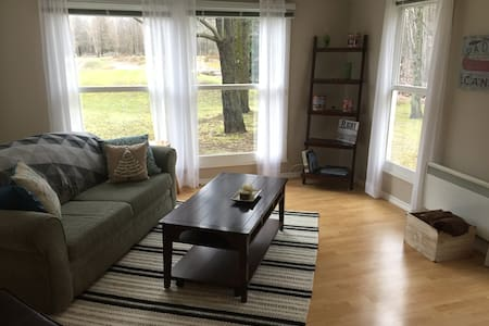 Cozy guesthouse on a hobby farm in rural Ottawa! - Clarence-Rockland