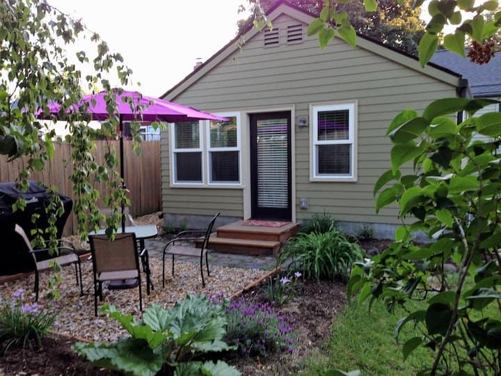 Becky's Backyard Cottage in SE near Mt Tabor