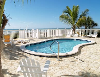 Sunset Villas Beach Front Unit #1 - Redington Shores - Kondominium