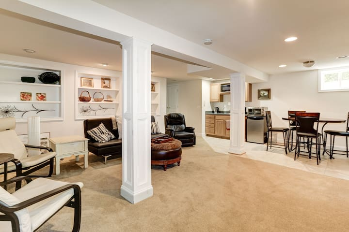 Basement apartment in Heart of Eastport! : )