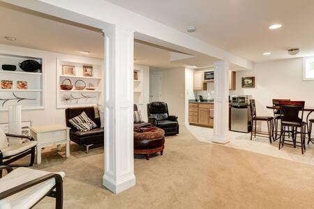 Basement apartment in Heart of Eastport! : )