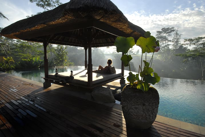 Relaxing two bedroom private villa in Ubud Bali - Ubud - Flat
