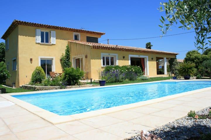 Superbe villa  de 200 m², belle piscine 10 m par 5 - Pignans - Ev