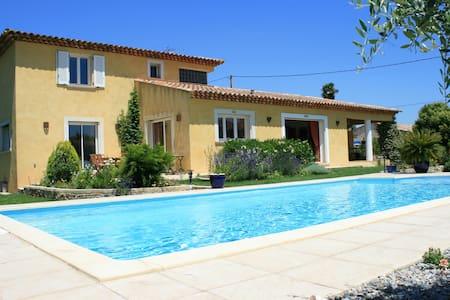 Superbe villa  de 200 m², belle piscine 10 m par 5 - Pignans - Huis