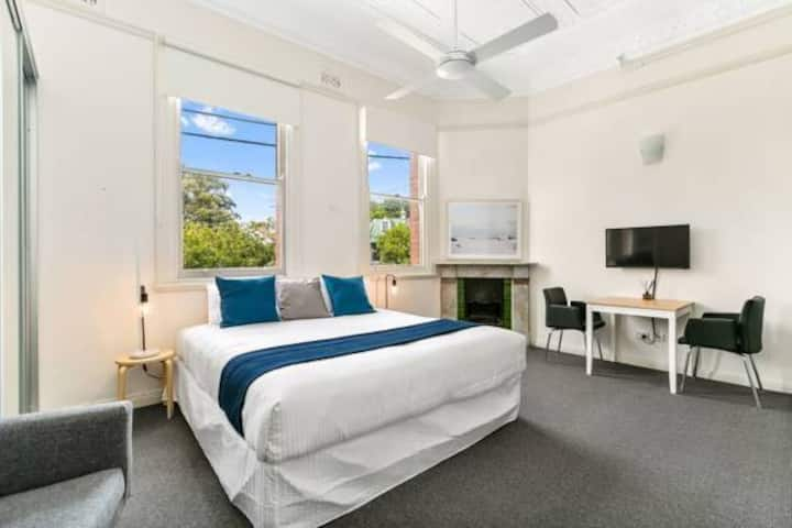 Excelsior Apartments Glebe. Executive Queen Room