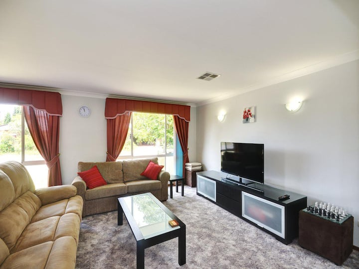 Family Holiday Home - Pets Welcome
