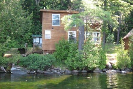 Cabin 3: Ivy - Barnet - Mökki