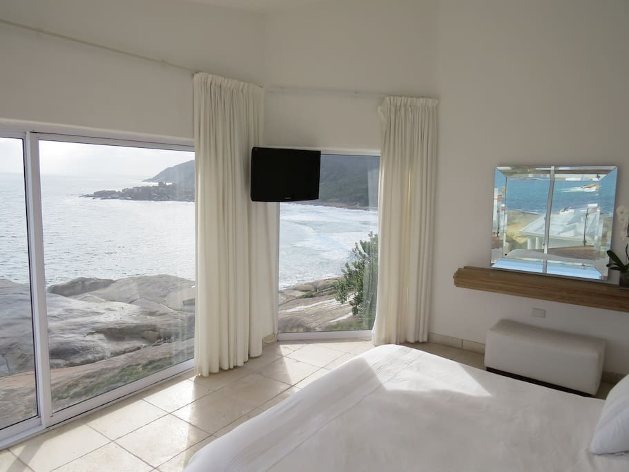 Main Cabin waking up in the morning surrounded by the ocean  with terrace