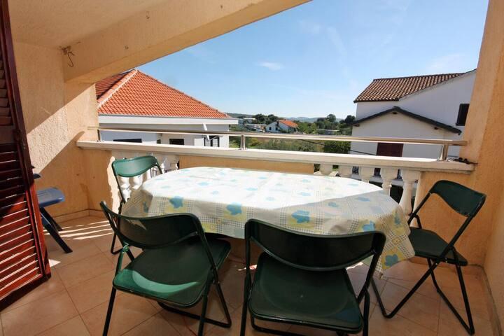 One bedroom apartment near beach Bibinje, Zadar (A-5769-d)