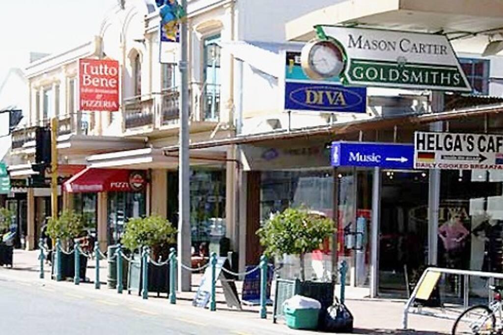 Popular Merivale Shopping & Eating Next Door