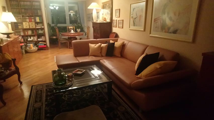 Privat Room on Ebertplatz 7min to Main Station