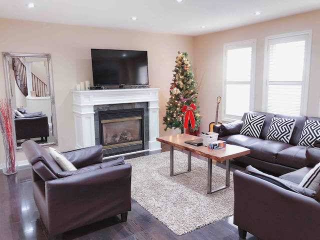 Spacious Home with 4 bedrooms, Christmas tree .