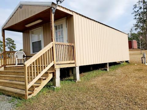 Studio Style Cabin Near the Lake