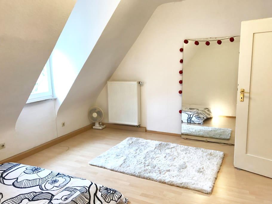 Comfortable minimalist apartment wohnungen zur miete in for Minimalist werden