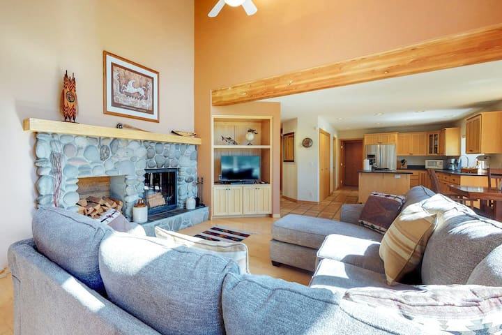 Riverfront home w/ a private hot tub, fireplace, dock - access to shared tennis!