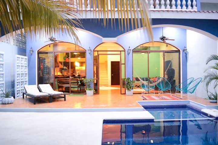 Artist's Villa Sea View, Heated Pool & 60 Mega wfi